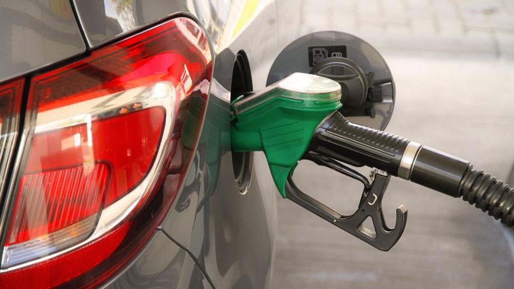 Petrol krizi boyunca benzin 1.45 TL ucuzladı