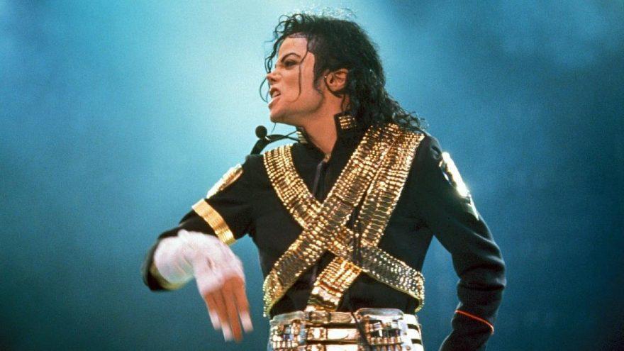 Michael Jackson'ın meşhur eldiveni 104 bin dolara satıldı