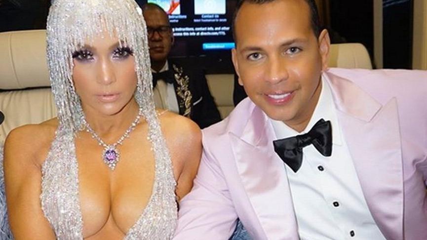 Jennifer Lopez, corona virüsü nedeniyle düğünü ertelediğini açıkladı