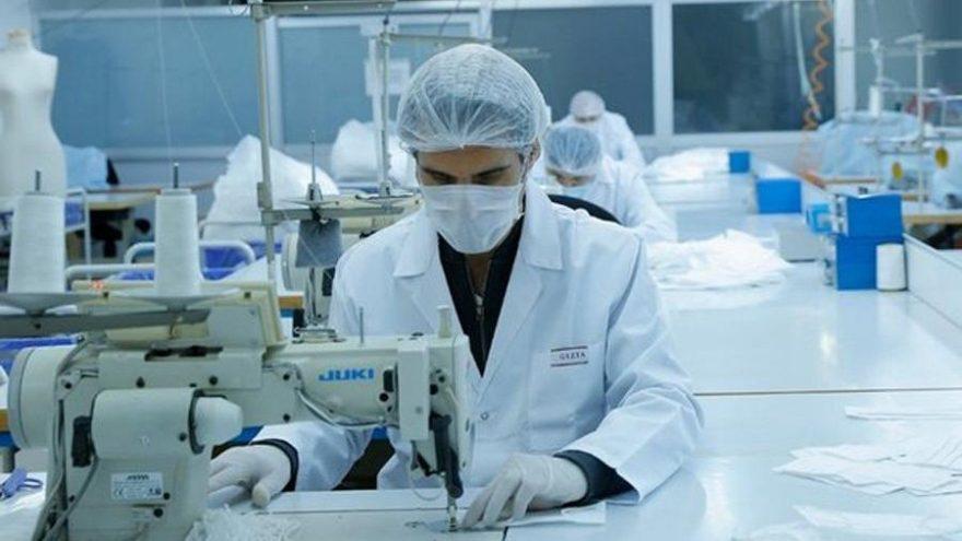 Gizia sağlık çalışanları için maske üretmeye başladı