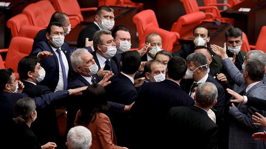 Meclis'te 'kancık' kavgası! MHP ve HDP'liler birbirine girdi!