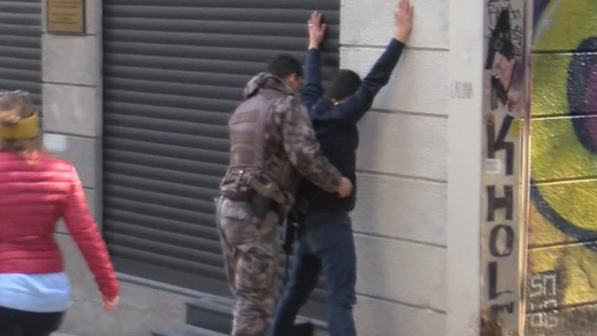 İstiklal Caddesi'nde 'öksürerek' gasp girişimi iddiası
