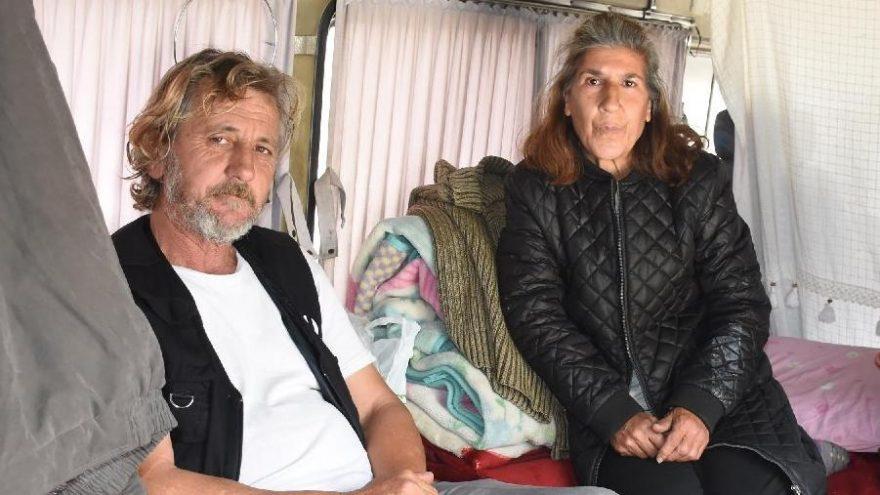 Minibüste yaşayan çiftten 'Evde kalın' çağrısı