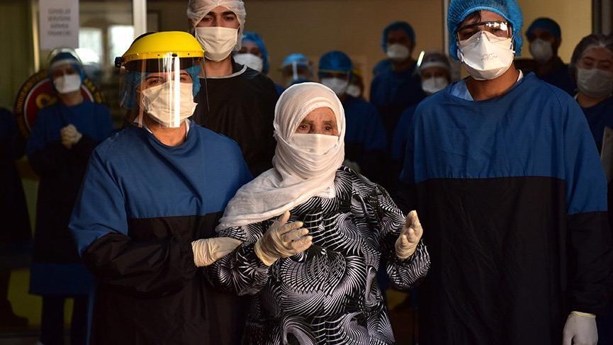 90 yaşındaki kadın corona virüsünü yendi