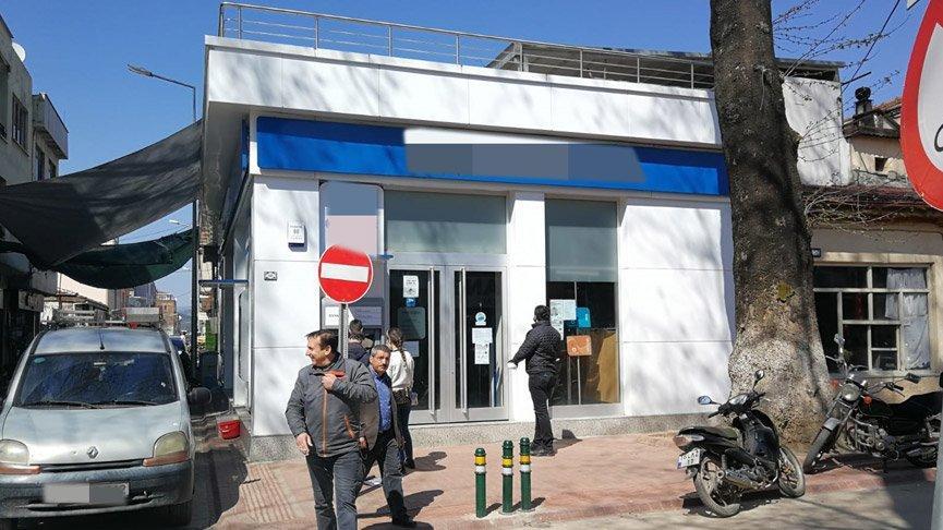Corona virüsü banka kapattı: Müdür hastanede, personel karantinada!