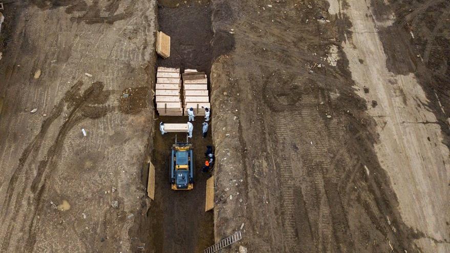 New York'ta ölüm adası: Coronadan ölenleri gömmeye başladılar