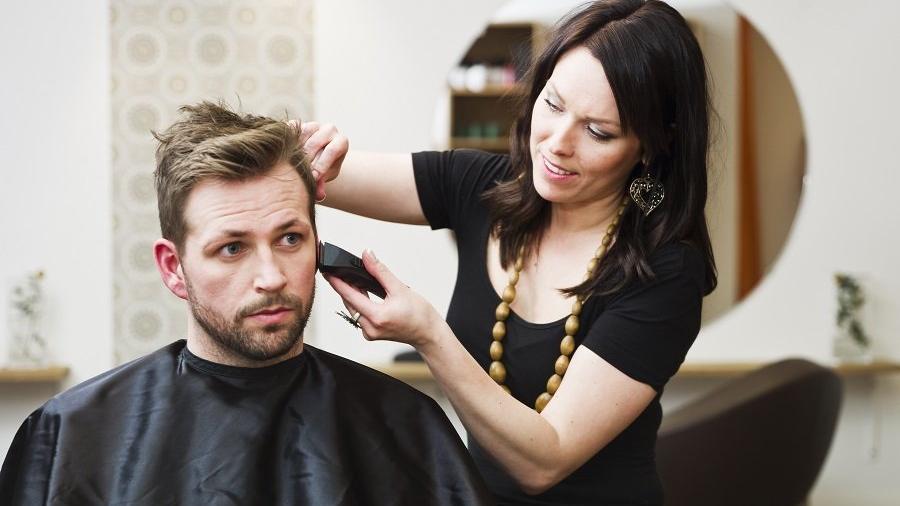 Evde nasıl saç kesilir? Ünlü erkek berberi Şükrü Dudu anlattı