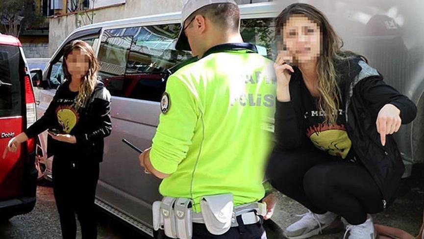 Sokağa çıkma yasağını delen sürücü eşini araçta bırakıp kaçtı!