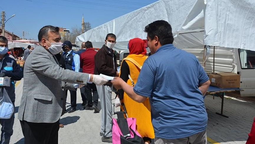 AKP'li belediye pazar yerine 'Hayır Tezgahı' kurdu