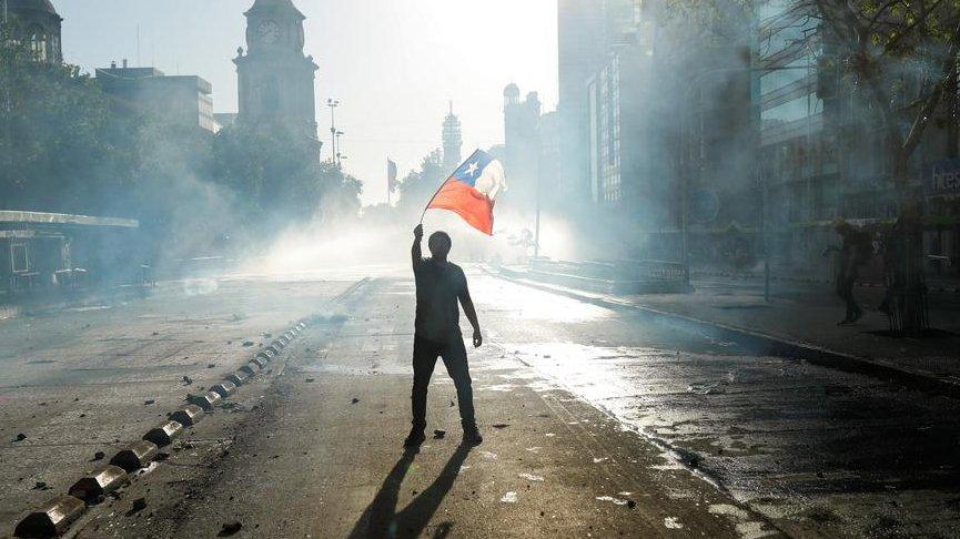 Corona virüsü ülke ekonomilerini vurdu! Şili'de binlerce kişi işsiz kaldı