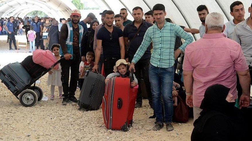Sınırdaki Suriyeliler corona endişesiyle evlerine dönmeye başladı