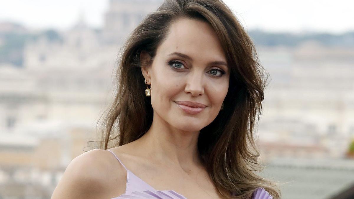 Angelina Jolie, sosyal izolasyon döneminde aile içi şiddete dikkat çekti