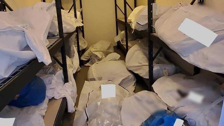 Salgının merkez üssü ABD'den korkunç görüntüler! Cesetleri odalara yığıyorlar
