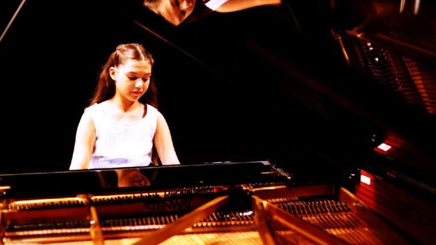 11 yaşındaki piyanist Bürkev 23 Nisan'da 'Geleceğe Umut' parçasını çalacak