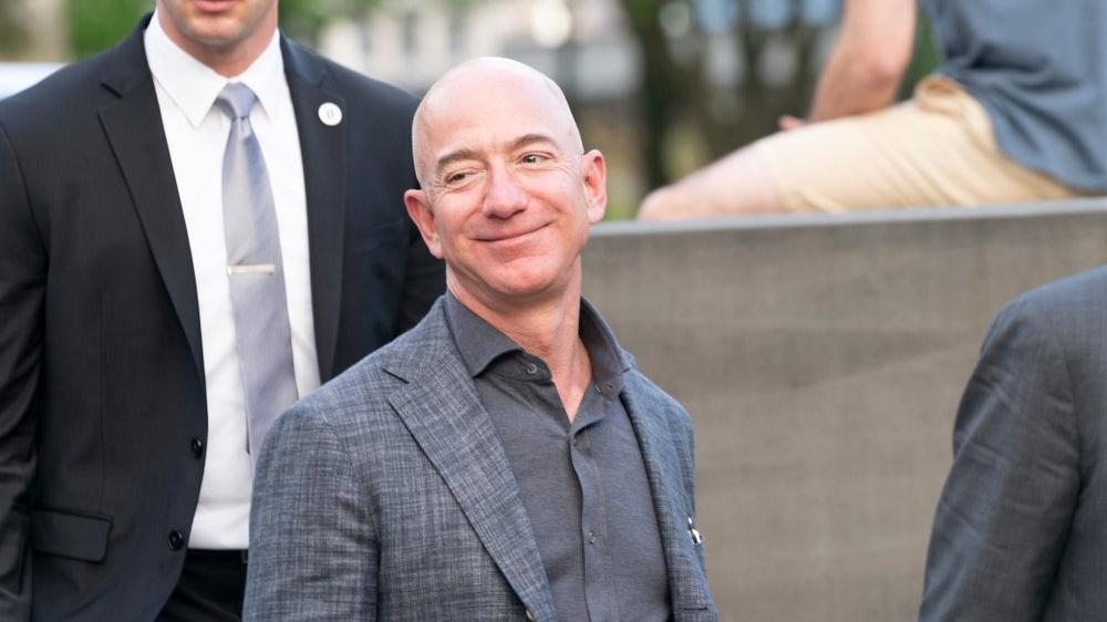 Salgında milyonlar işsiz kalırken, Jeff Bezos'un serveti rekor kırdı