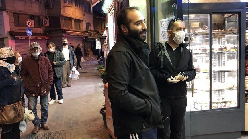 Polisten maskesiz fırına girmek isteyen vatandaşa ilginç uyarı: Hamama giren terler