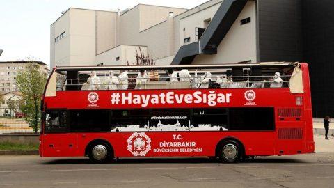 Diyarbakır Büyükşehir Belediyesi'nden otobüste seyyar konser!