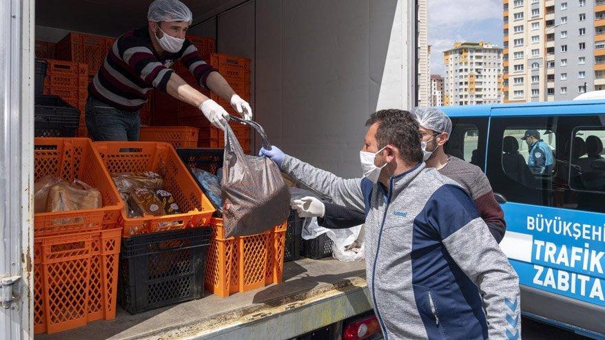 CHP'ye yasaklandı! AKP'li belediye mahalle mahalle ekmek dağıttı