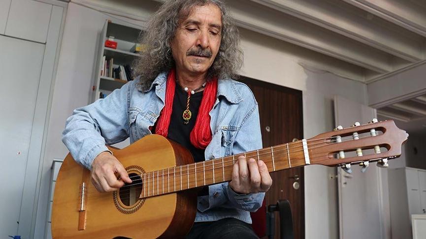 Emekli bankacı 83 şarkı yazdı, 13 klip çekti