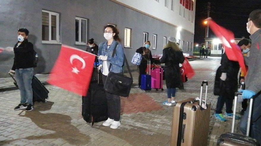 Kıbrıs'tan getirilen Türk vatandaşları karantinada!