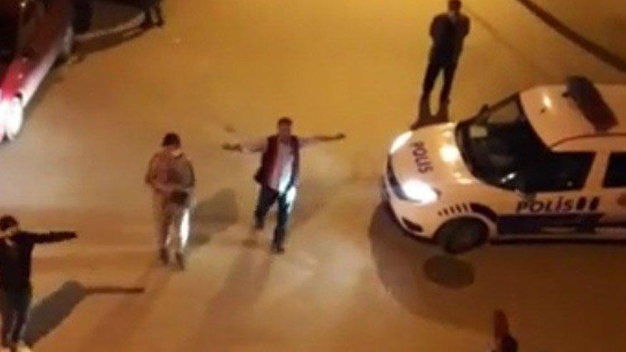 Konsere dayanamadılar! Sokağa çıkıp oynadılar