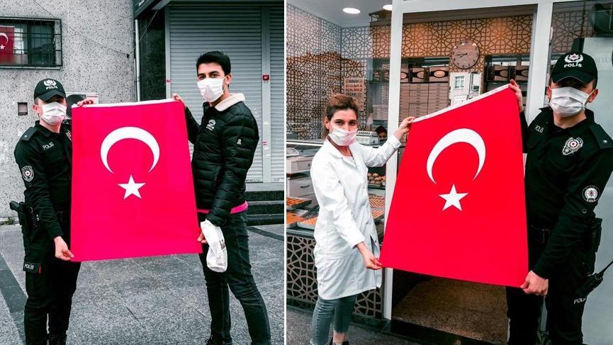 İstanbul'da 23 Nisan için 100 bin bayrak dağıtıldı!