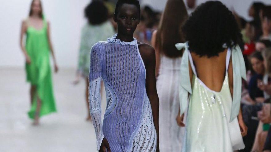 Londra Moda Haftası'nın dijital olarak yapılacağı duyuruldu