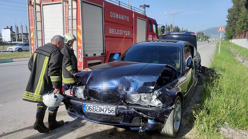 Otomobil, jandarma aracına çarptı: 3'ü asker, 7 yaralı