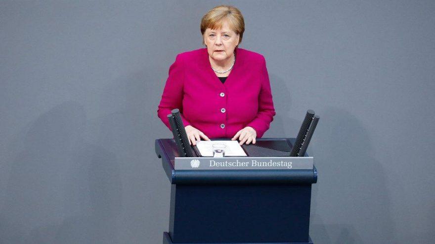 Merkel'den kritik corona açıklaması: Uzun bir süre virüsle yaşamak zorundayız