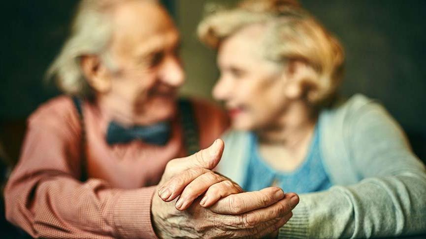 Karantina yüzünden sokağa çıkamayan yaşlılar için hayati 5 tavsiye