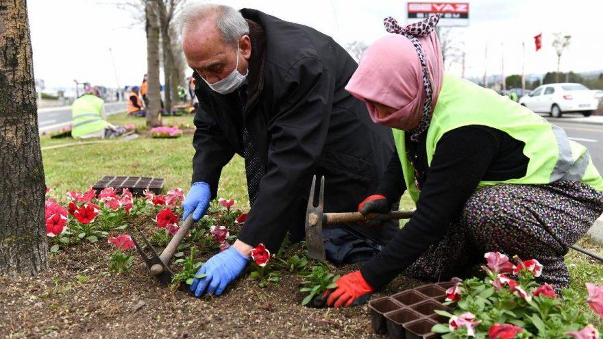 Mansur Yavaş'tan çiçek sürprizi