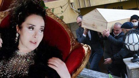 Nur Yerlitaş'ın cenazesi evden çıktı, Sibel Can tabutun arkasında yer aldı