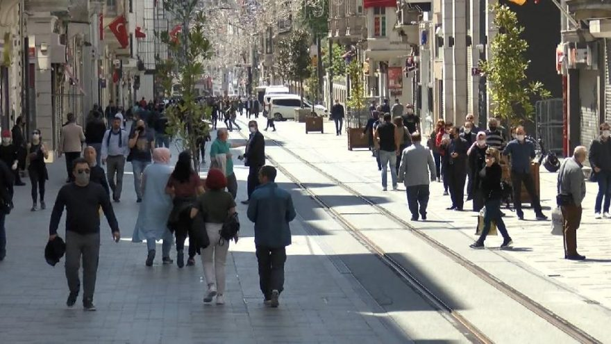 İstiklal Caddesi'nde yoğunlukyaşanıyor