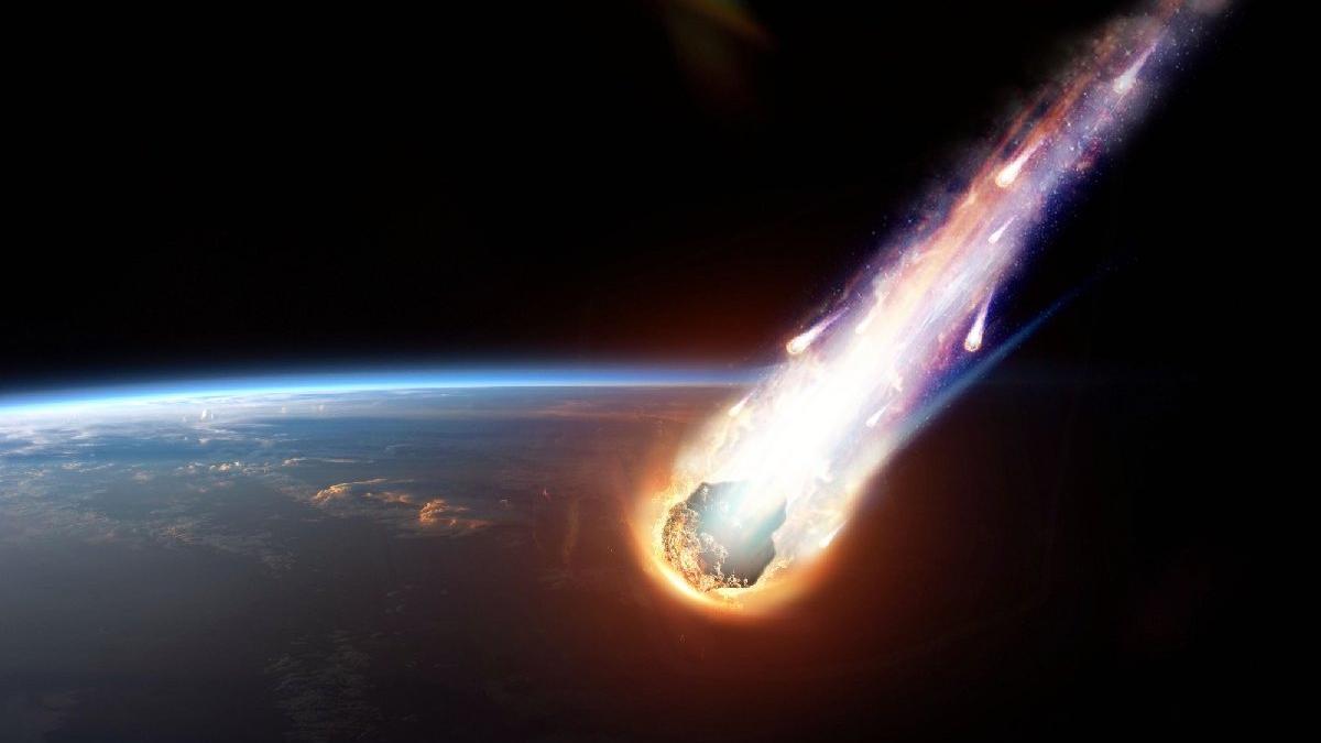 NASA'dan meteor açıklaması! Göktaşı dünyaya çarpar mı? Yörüngeden saat kaçta geçecek?