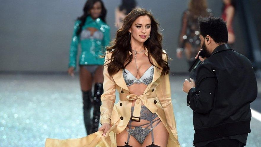 Irina Shayk, Ashley Graham ve Hailey Bieber'dan corona virüsüne online defile desteği