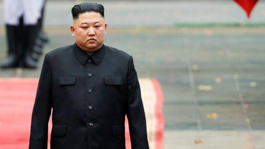 Eski diplomattan flaş Kim Jong-un iddiası: Hayatta ama ne yürüyebiliyor ne de kalkabiliyor