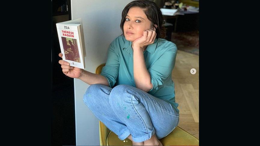 Nurgül Yeşilçay'ın kitap okuma şekli!