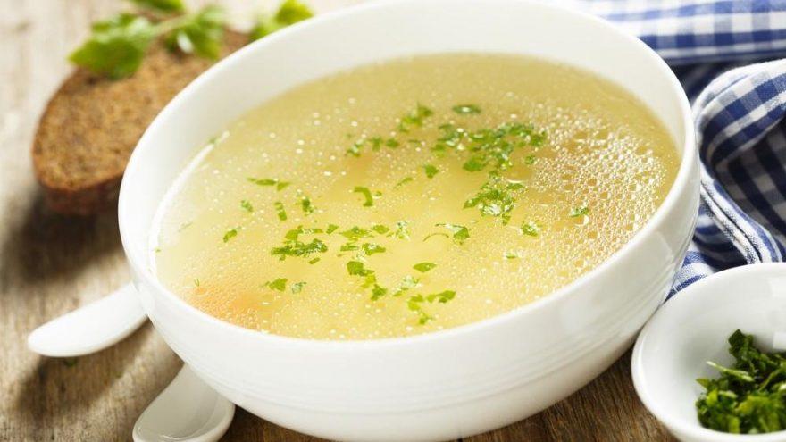 Tavuk suyu çorbası tarifi: En kolay terbiyeli tavuk suyu çorba yapılışı…