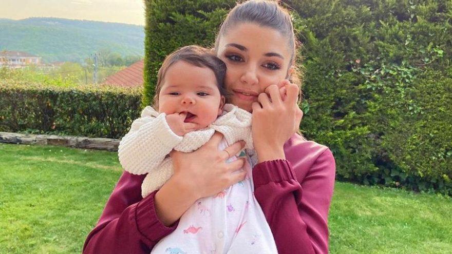 Hande Erçel yeğeni Aylin Mavi ile çekilen fotoğraflarını paylaştı