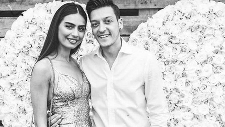 Mesut Özil'den eşi Amine'ye aşk dolu kutlama