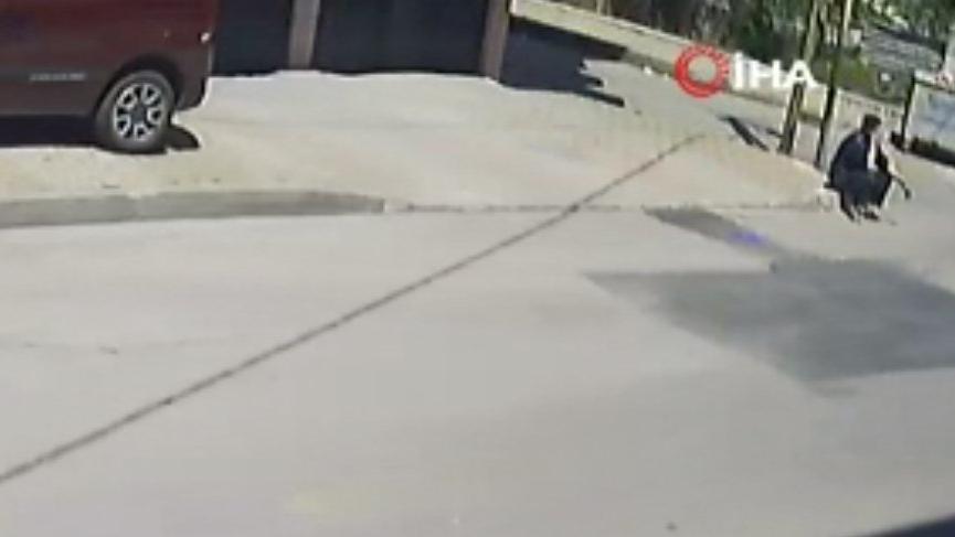 Sokağa çıkma kısıtlamasında hava almak için evden çıktı, polisi görünce böyle kaçtı
