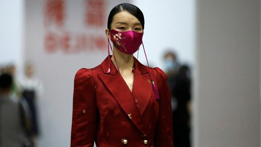 Corona virüsü salgını sonrası Çin'de hayat normale döndü ve moda haftası başladı