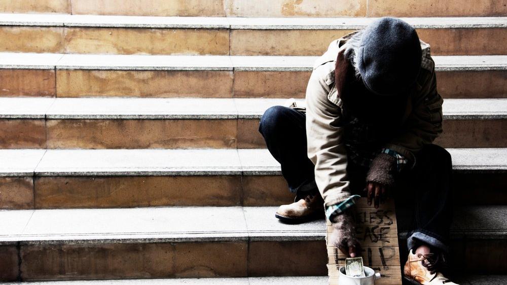 ABD'de eşi benzeri görülmemiş corona önlemi: Otele yerleştirilen evsizlere alkol ve tütün belediyeden