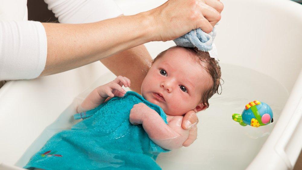 Yenidoğan bebeğin ilk banyosu ne zaman yapılır?