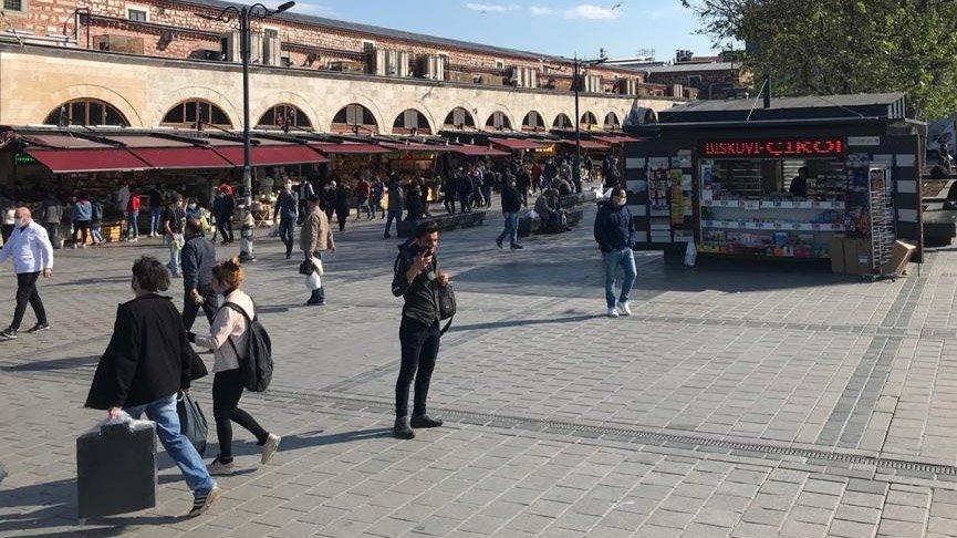 Taksim Meydanı'nda yasak Eminönü'nde serbest!
