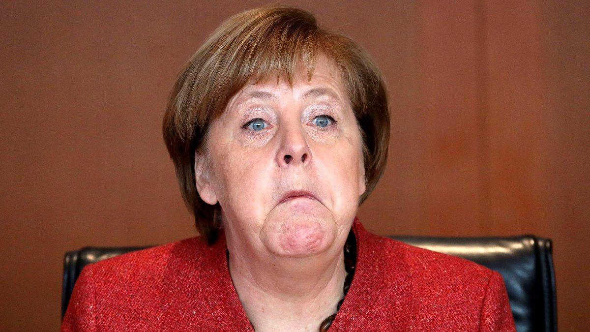 Flaş iddia: Rus istihbaratı Merkel'in e-postalarını ele geçirdi