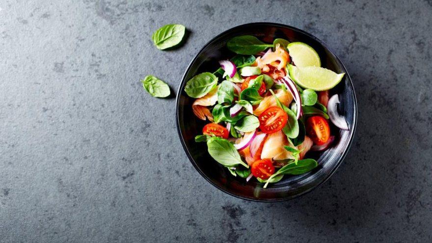 Akdeniz salatası nasıl yapılır? Akdeniz salata tarifi…