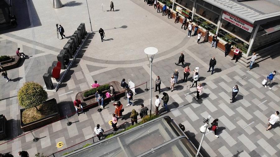 Corona virüsüyle mücadele eden Türkiye'den AVM manzaraları