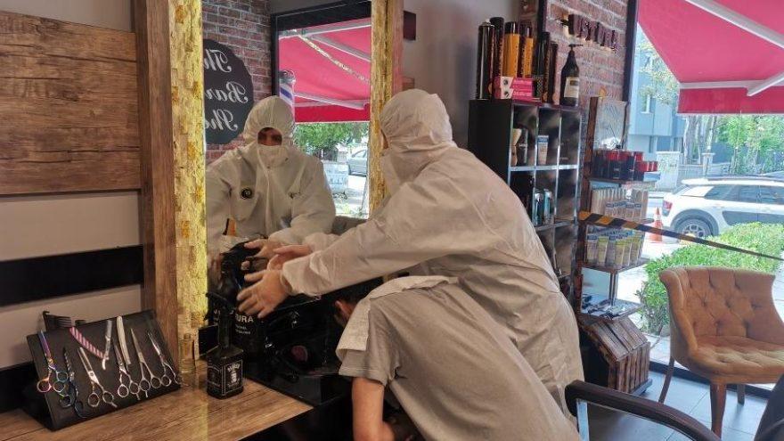 Kadıköy'de kuaför, berber ve güzellik salonları kepenklerini açtı