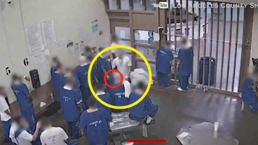 Hapishanede şoke eden görüntü! Virüs bulaştırmak için ellerinden geleni yaptılar!